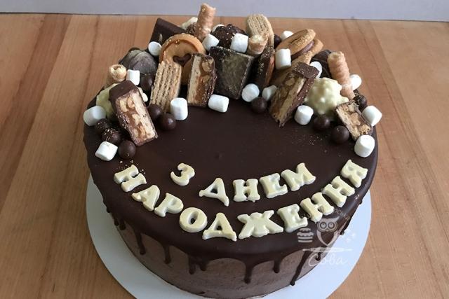 Торт на день народження з цукерками