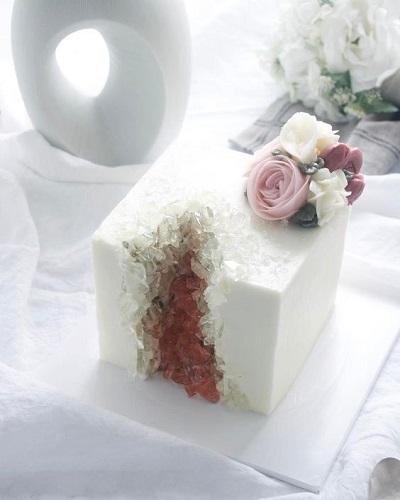 Торт з кристалами | Тренди дизайну тортів 2018-2019 | Блог | Торт на замовлення