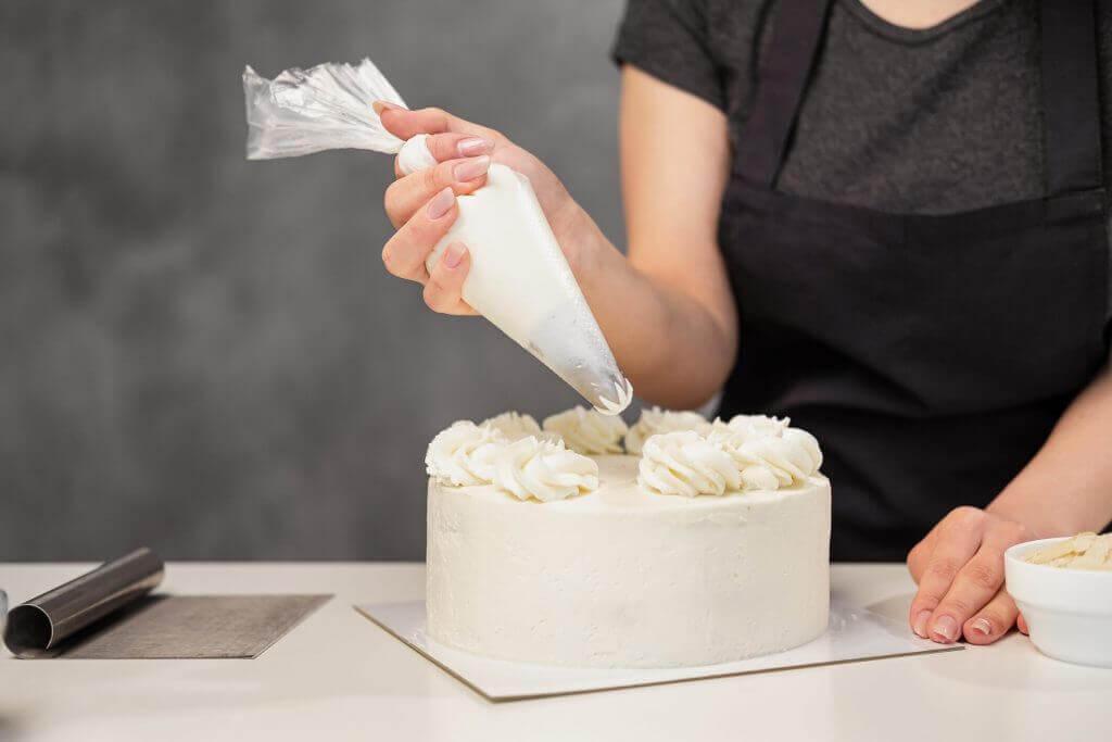 Декор весільного торту | Замовити весільний торт у Львові