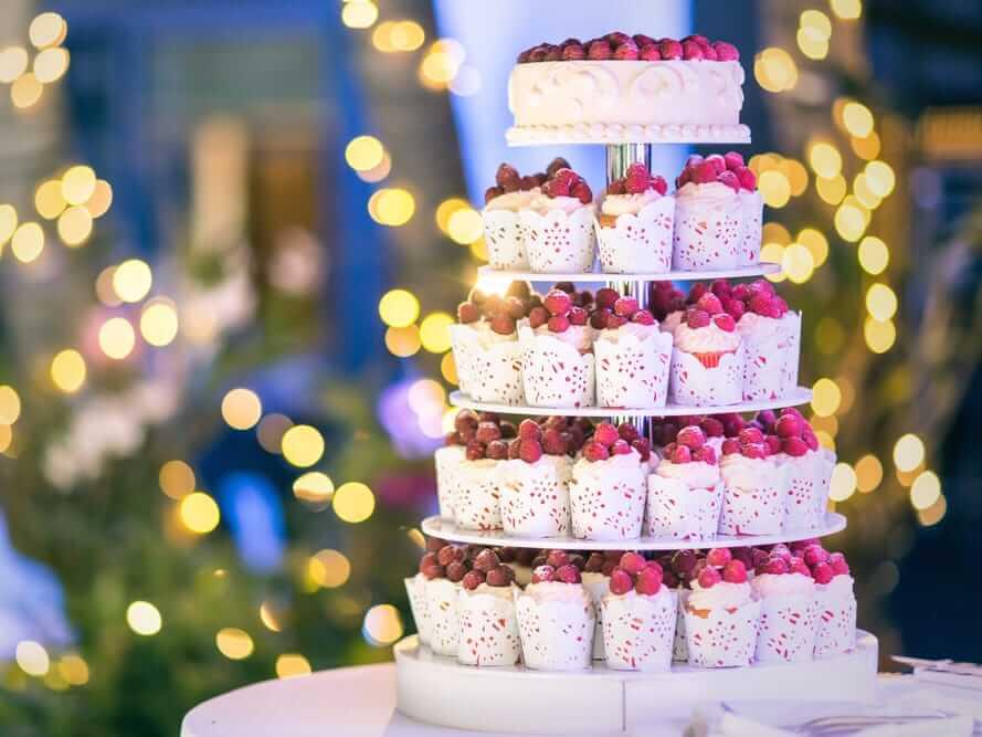 Весільний торт з капкейків | Замовити весільний торт у Львові