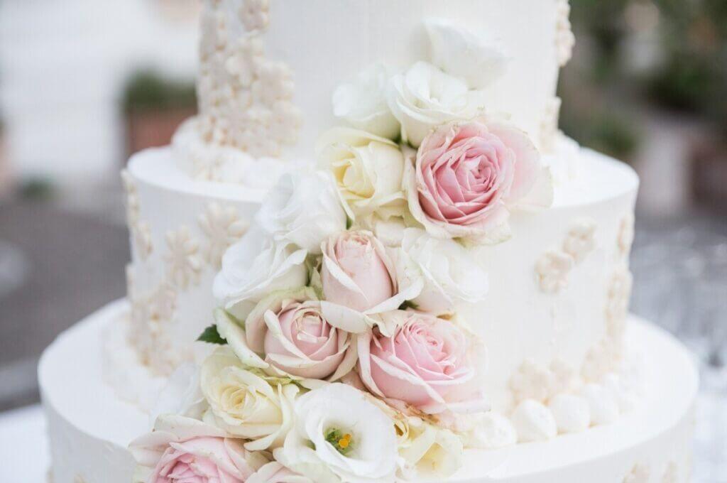 Bесільний торт з квітами | Замовити весільний торт у Львові