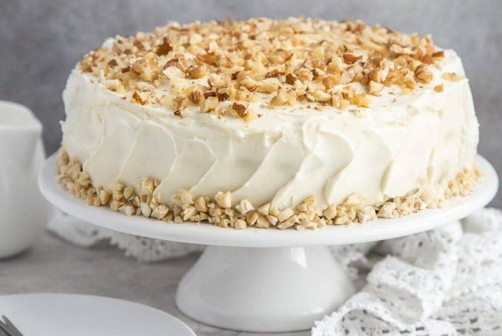 Декор торту горіхами | Торт на замовлення у Львові