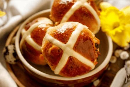 Хрестова булочка | Пасхальна випічка країн світу | Великодня випічка | Торт на замовлення у Львові