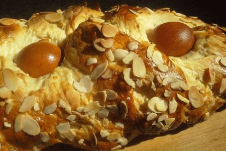 Мона де Паскуа | Пасхальна випічка країн світу | Великодня випічка | Торт на замовлення у Львові
